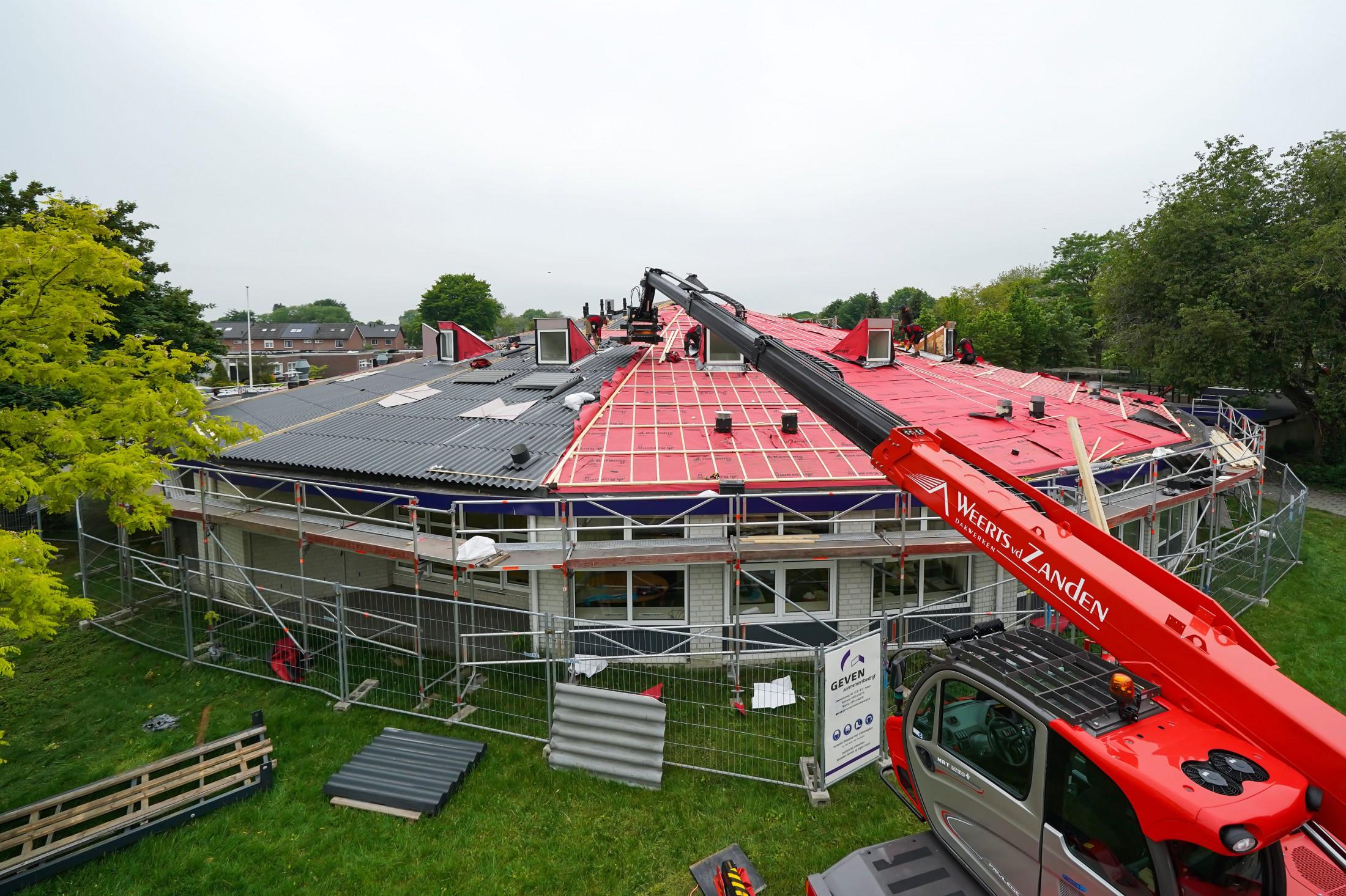 Nieuw dak op school in Deurne